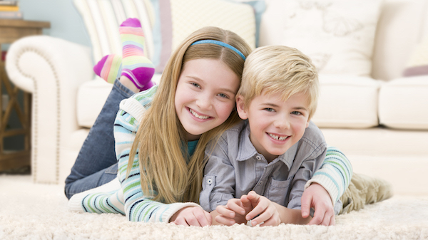 kids on the clean carpet after carpet cleaning in Valencia CA
